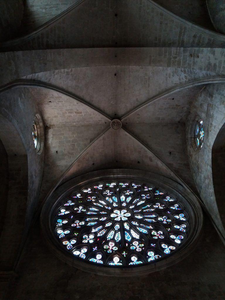 Монастырь Сант Хугат витражи